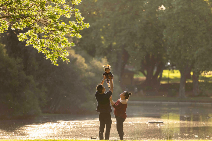 young family in hyde park photography session Perth WA