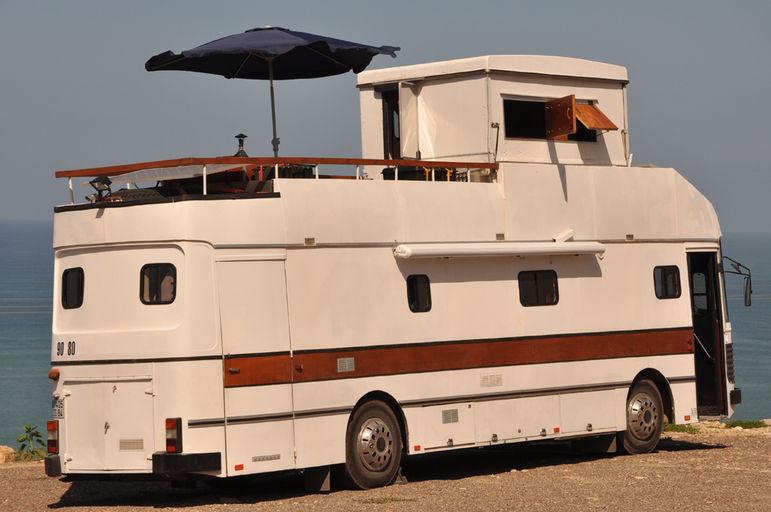 frederic hadengue camping car ou bus am nag. Black Bedroom Furniture Sets. Home Design Ideas