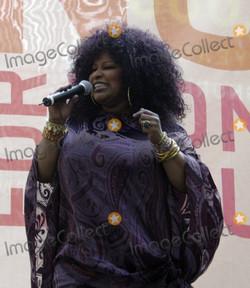 Chaka Kahn Sings