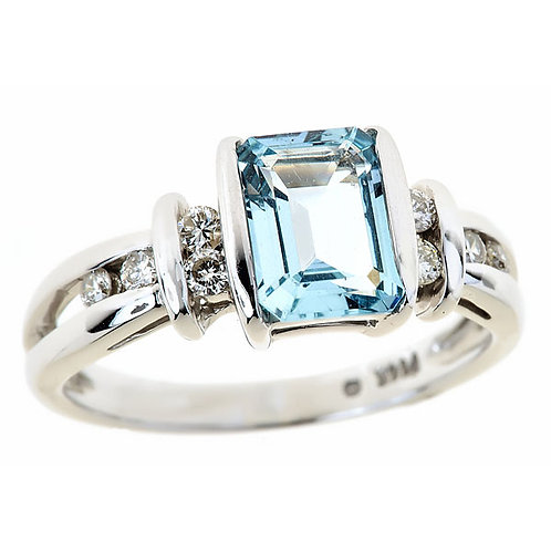 Aquamarine ring in 14 karat white gold