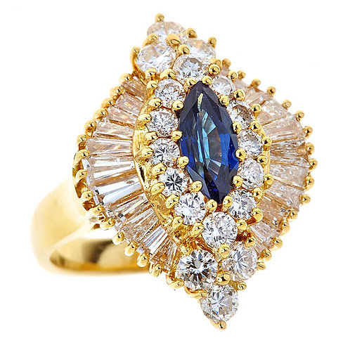 Blue sapphire ring in 18 karat yellow gold