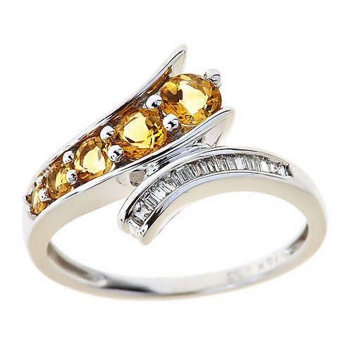 Citrine ring with diamond baguettes 14 karat gold