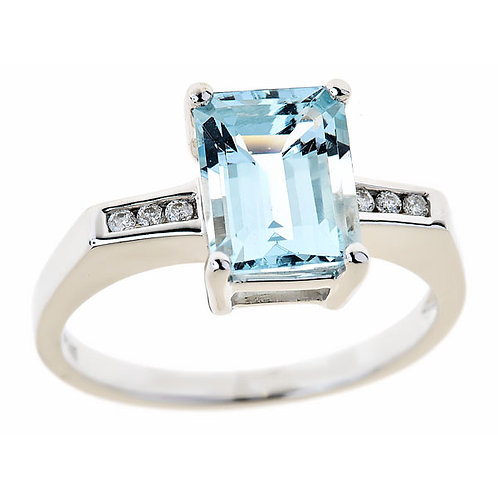 14 karat white gold aquamarine ring