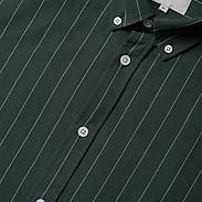 Groen hemd wit streepje