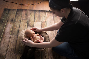 Gentle, natural, simple newborn photographer