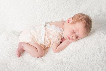 Newbornshoot_Sarah_2019_NaomiWaschFotogr
