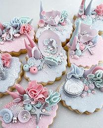 Little edible coral reefs.........🐚 #underthesea#coralreef#edibleart#handmade#pastels#sweet#treats#