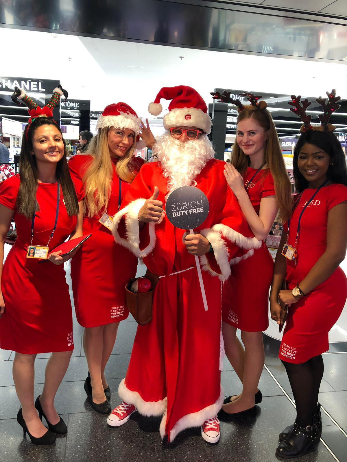 Rey Reloba - Weihnachtsmann am Flughafen