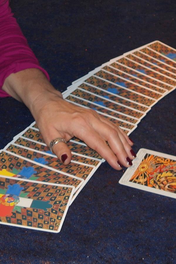 Unterhaltung mit Kartenlegen