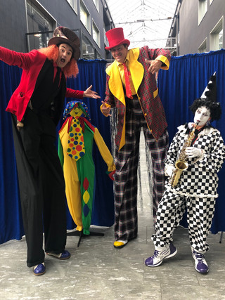 Stelzenemfang im Zirkusstyle