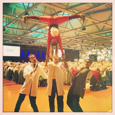 Crazy Ärzte mit spontaner Akrobatik