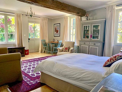 Chambre Alexandra takes you straight out