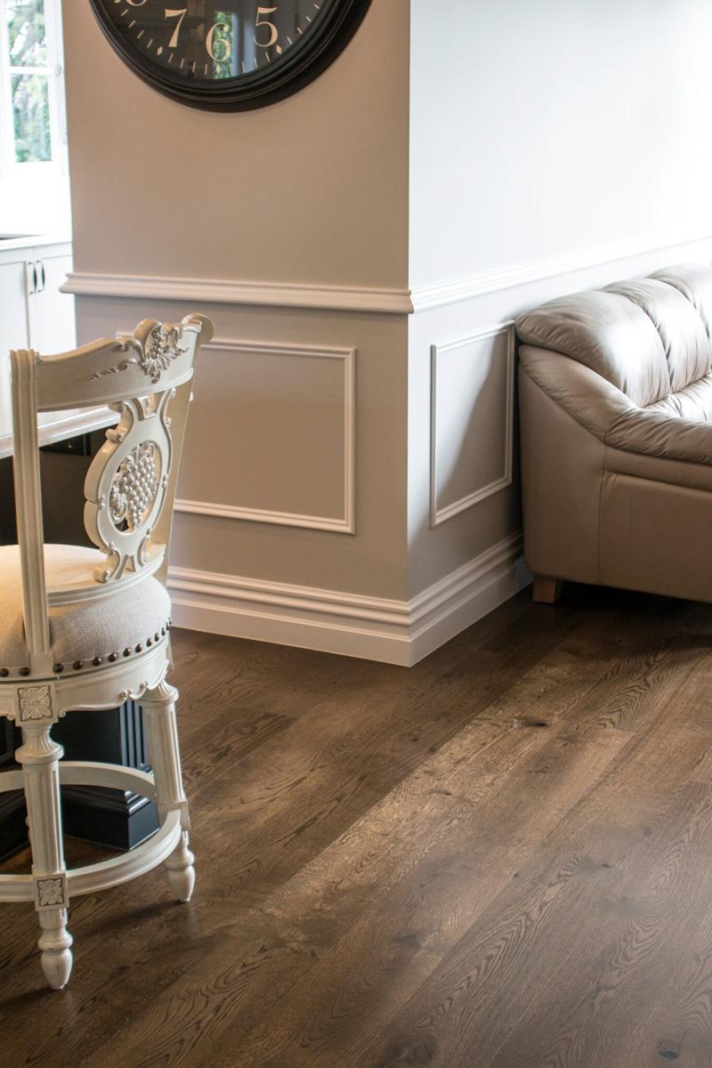 Dark wood lounge