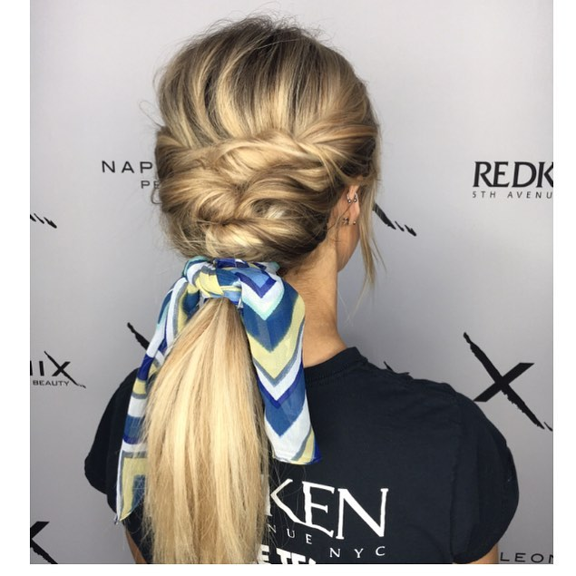 Scarfs in your hair are trending! Do you