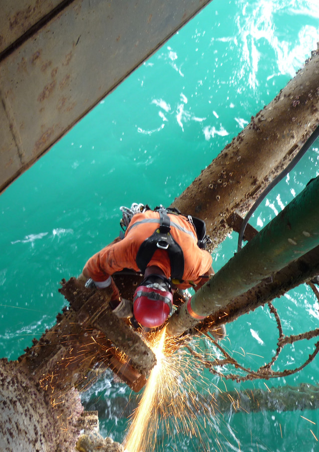 Remplacement jetting-line soudure HP jambe plateforme flottante Offshore