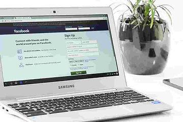 Soziale Netzwerke auf Laptop
