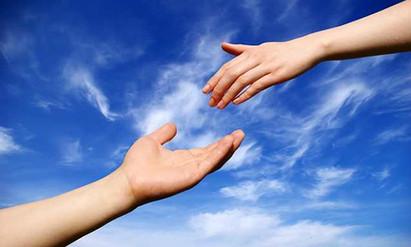 ¿Por qué apartas mi mano, si sólo quiero ayudarte?