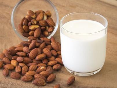 ¿Cómo elaborar leche de almendras?