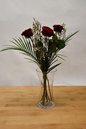 3 Naomi red roses