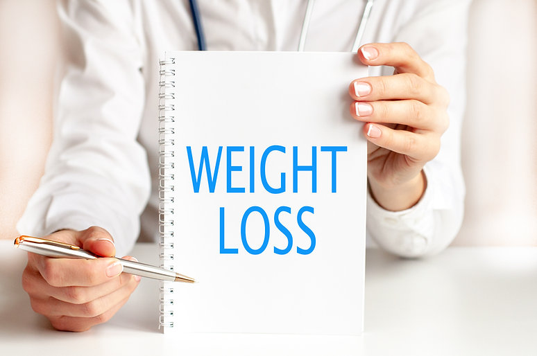 weight-loss-card-hands-medical-doctor.jp