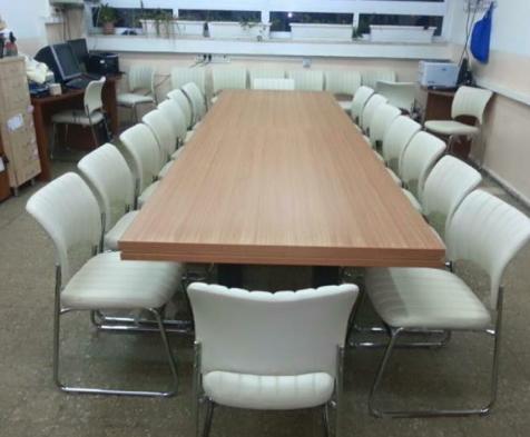 שולחן ישיבות 1.png