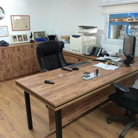 שולחן+מגירות.jpg