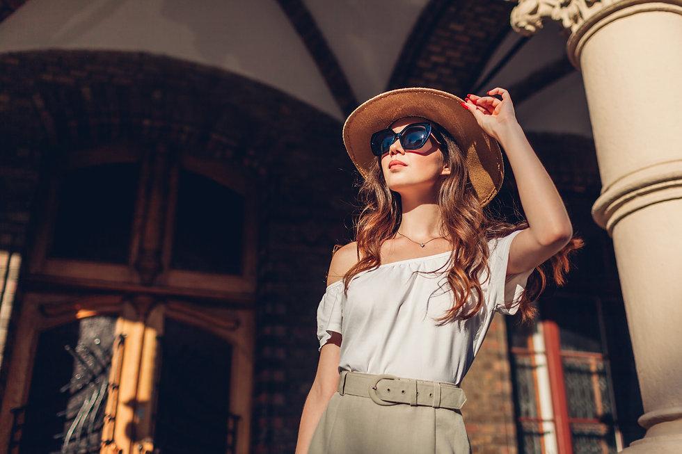 fashion-model-outdoor-portrait-tourist-w