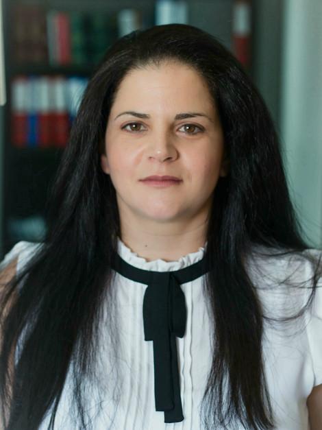 שירי עובדיה אלמגור | עורכת דין ומגשרת