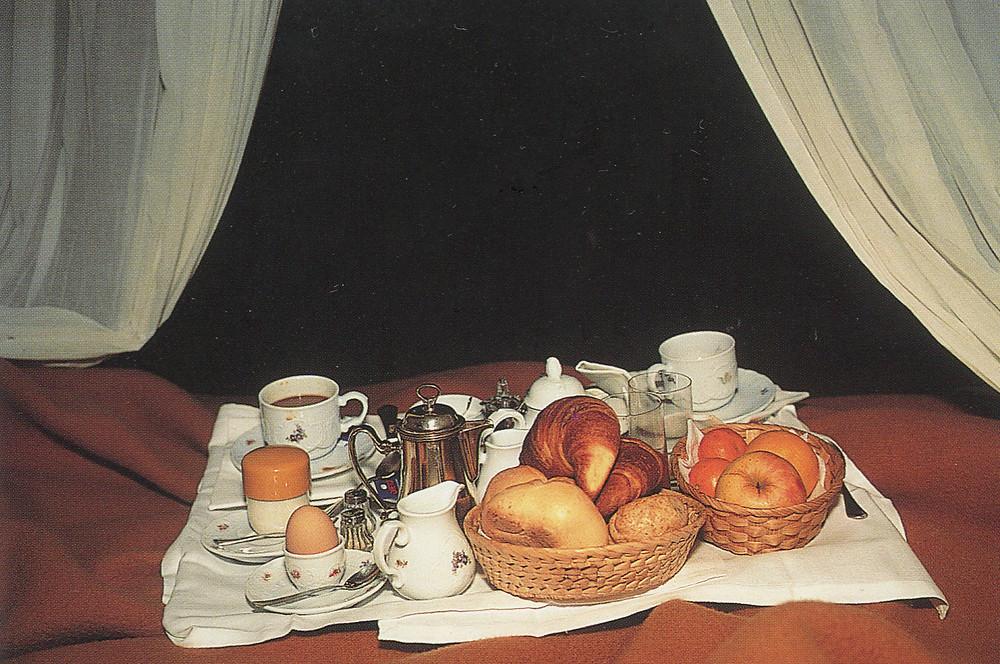 Nan Goldin, Breakfast in Bed, Hotel Torre di Bellosguardo, 1996