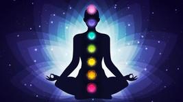 S'ancrer dans son corps avec la belle approche des chakras de couleur