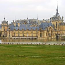 Château de Chantilly and Senlis €265