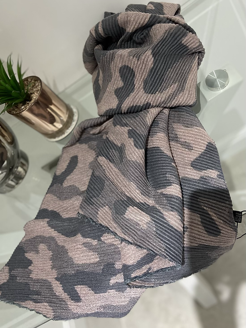 Pleated Camouflage Print Scarf   Pink