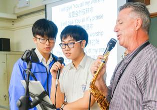美國色士風演奏家用音樂勉勵同學為目標奮鬥