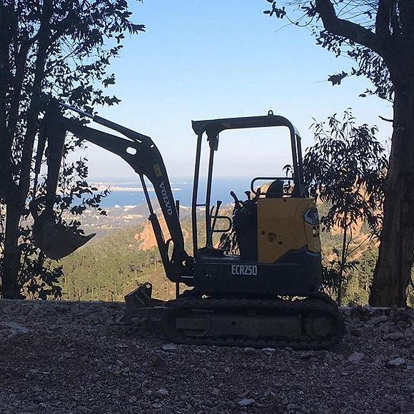 2T6 mini excavator with driver 350€ per