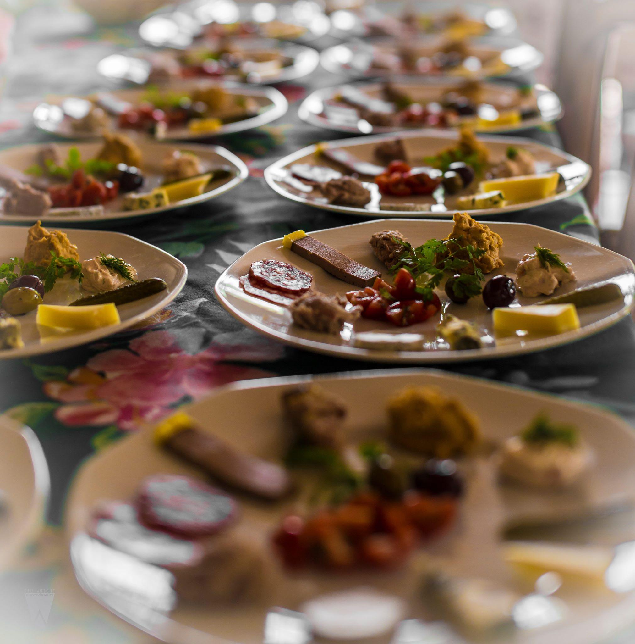 Food tasting plates
