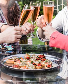 Sparkling wine and canapes