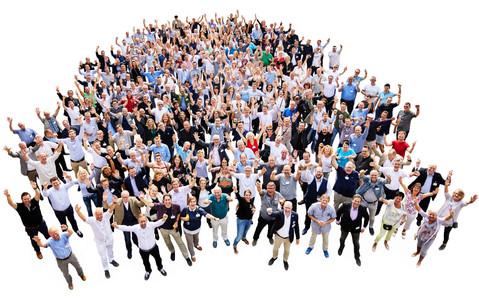 Mitarbeiterfotografie für sehr große Gruppen