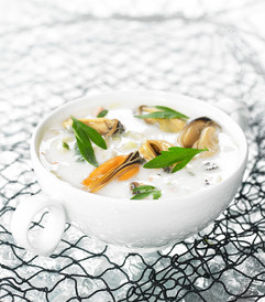 Blue mussel soup with coco and ginger