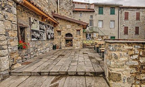 Cerignale - Antico Borgo Medievale circondato da boschi e sorgenti.