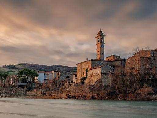 Il piccolo Borgo di Travo, tra il Trebbia e la Pietra Parcellara