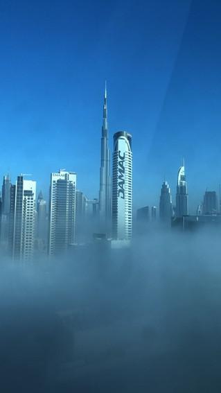 ドバイ起きたら雲の上