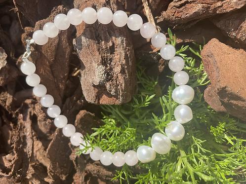 Rose quartz and cultivated pearl bracelet
