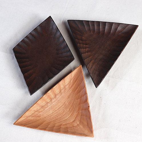 wooden dish - triangle / diamond