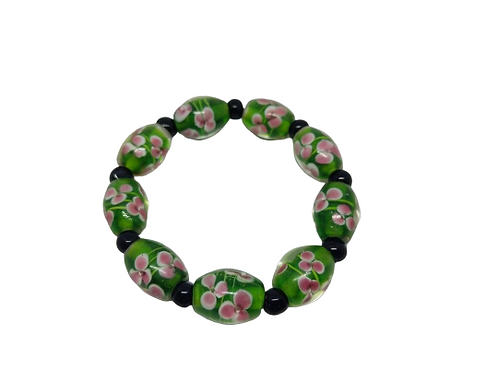 Green and black floral glass beaded bracelet