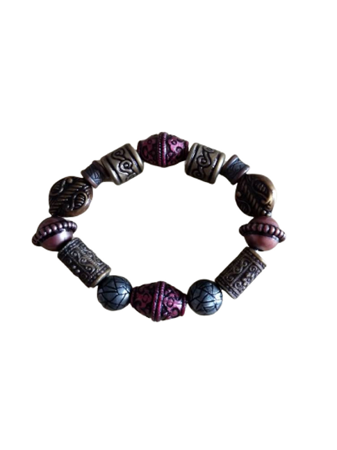 Dark bead plastic design beaded bracelet