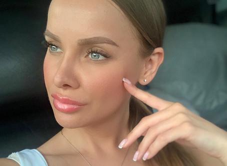 У нас новая услуга - перманентный макияж губ и бровей