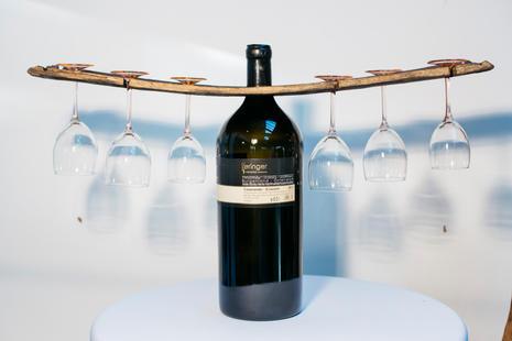 Magnumflasche mit edlen Weingläsern.jpg