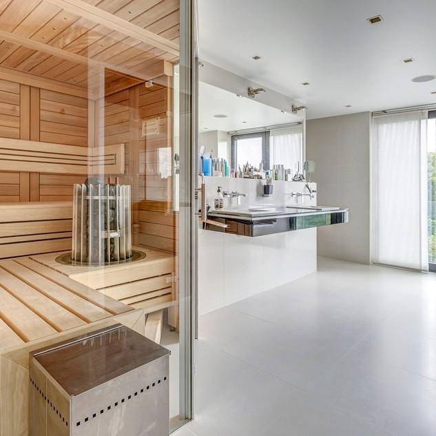 Sauna, jacuzzi, steam shower ... a complete wellness centre