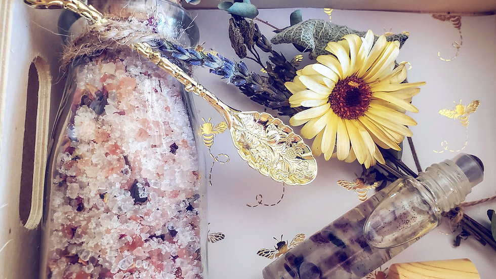 Salts/spoon and gemstone roller