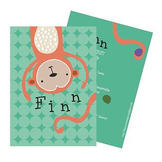 Je vindt hier een speels geboortekaartje met een vrolijke aap die met ballen jongleert. De geboortekaartjes zijn ontworpen door illustrator Karen Vandelaer.